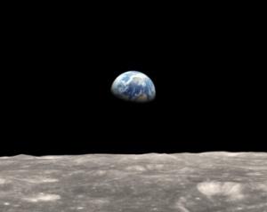 earthrise-moonsurface